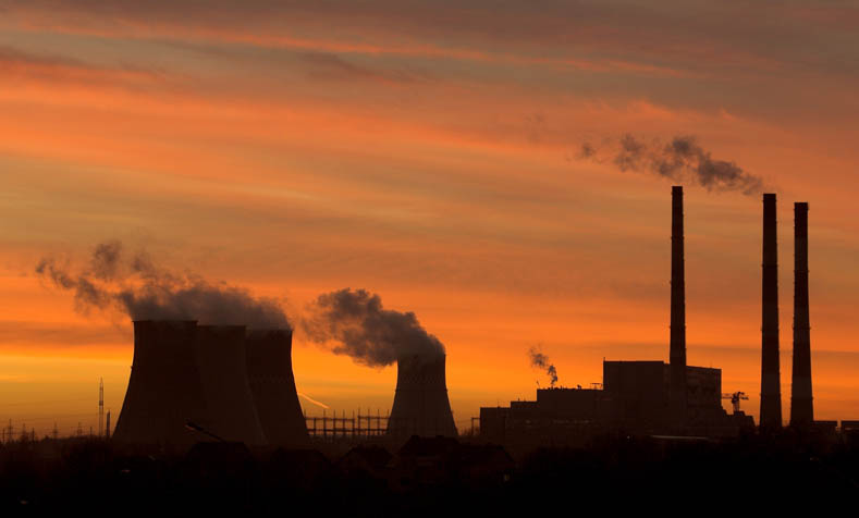 A gas fired power station is seen at sunset in Minsk in November 27, 2006 file picture. Belarus President Alexander Lukashenko said he would not tolerate Russian blackmail and vowed never to surrender as talks started in Moscow in a late attempt to settle a gas row that may disrupt supplies to Europe. Picture taken November 27, 2006. REUTERS/Vasily Fedosenko/Files (BELARUS)